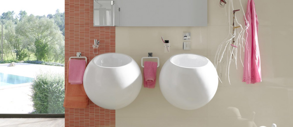 Panel de calefacción infrarroja en baño moderno