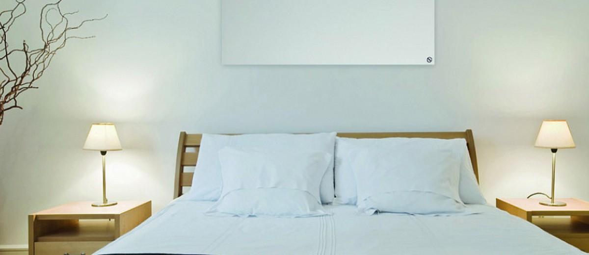 Panel de calefacción infrarroja en dormitorio